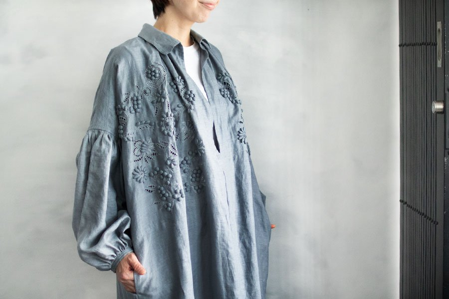 TOWAVASE 「champ de fleurs」刺繍スモックドレス BLUE