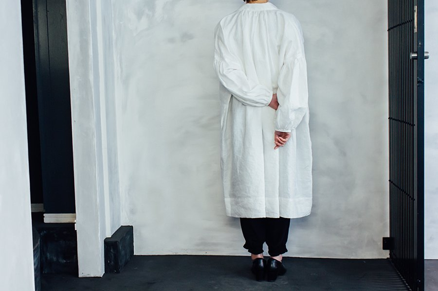TOWAVASE 刺繍スモックドレス WHITE