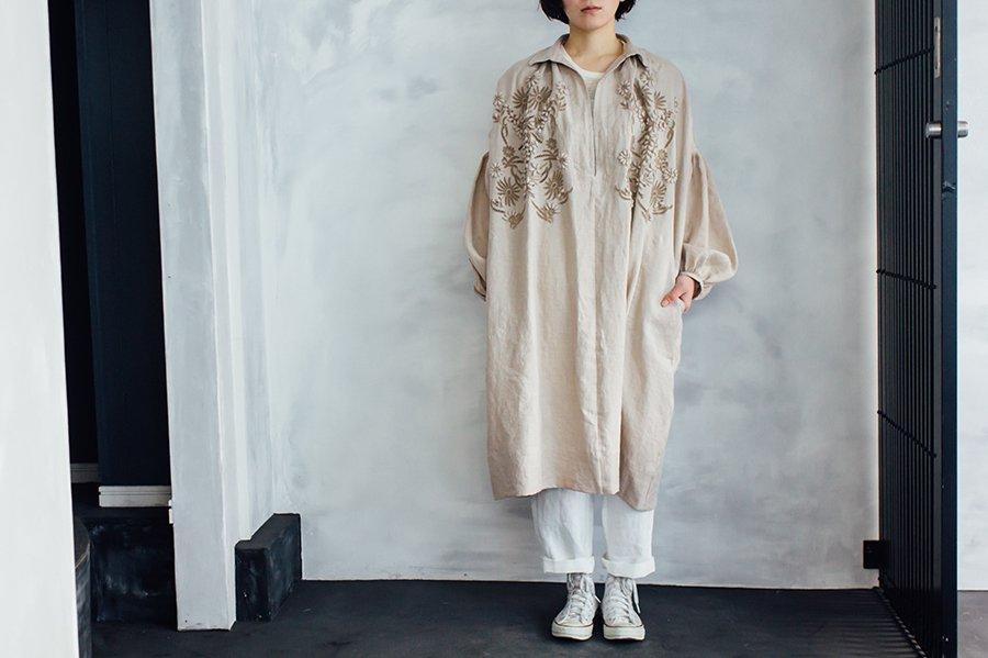 TOWAVASE 刺繍スモックドレス BEIGE