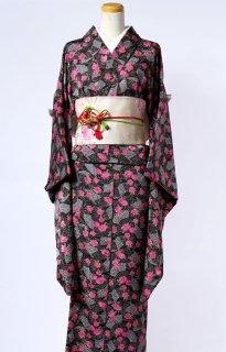 レンタル_KP04:黒地バラ柄小振袖[F]×ベージュ地菊に桜柄文庫帯