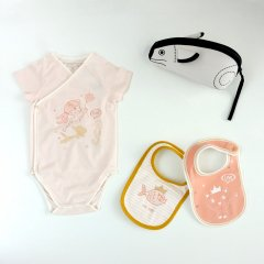 【SALE30%OFF】LITTLE MARC JACOBS BODY+BIB 45B. PALE PINK  リトルマークジェイコブス ボディ+スタイ2枚+ねずみポーチ ギフトセット(ピンク)