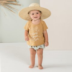 Rylee and Cru here comes the sun basic tee saffron グラフィックTシャツ(サフラン)