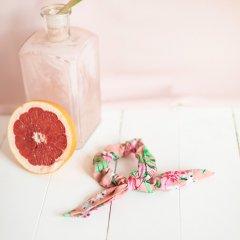 【SALE20%OFF】Louise Misha Chouchou Akimmi Sienna Flamingo ルイーズミーシャ シュシュ(フラミンゴ)