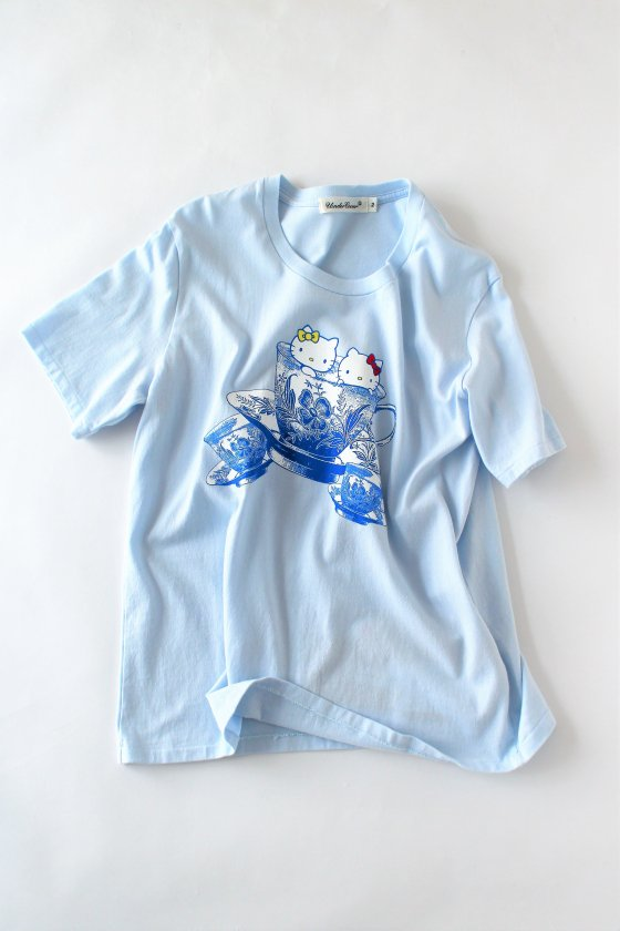 """UNDERCOVER × Hello Kitty <span style=""""color:#ff0000""""><b> 50%OFF</b></span><br />キティちゃんTシャツ薄青"""