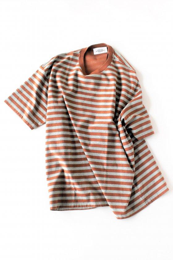 UNUSED<br />先染めの縞Tシャツ茶/青