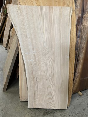 栗  テーブル用の天板材におすすめ。