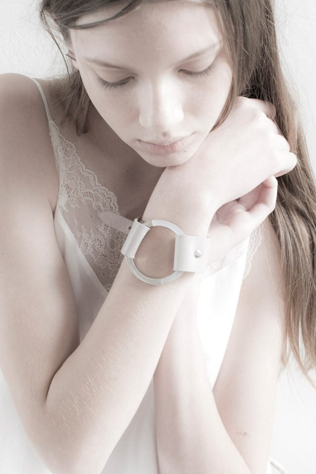 unclod - CIRCLE LEATHER BANGLE (ASH GRAY)「アンクロッド」[バングル]