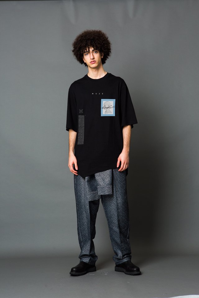 MUZE - FACE LAYERD S/S TEE(BLACK)「ミューズ」[Tシャツ]