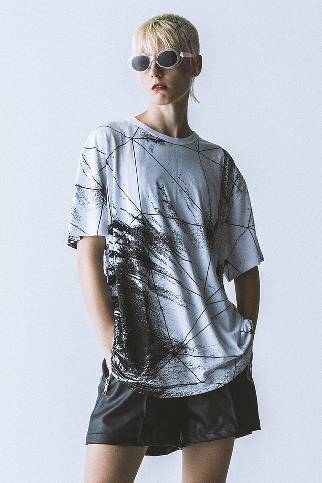 【40%OFF】PARADOX - GRAPHIC BIG TEE (GEOSOIL)「パラドックス」[シャツ]