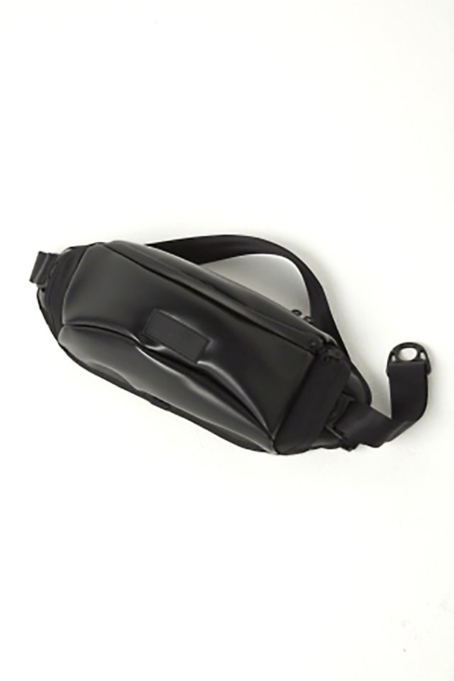 MUZE × beruf baggage - PVC BODY BAG (BLACK×BLACK)「ミューズ」[バッグ]