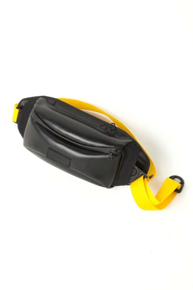 MUZE × beruf baggage - PVC BODY BAG (BLACK×YELLOW)「ミューズ」[バッグ]