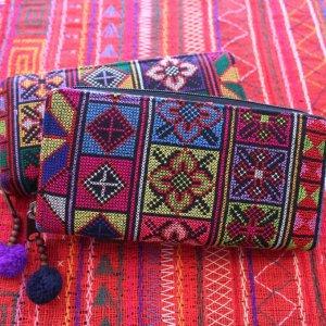 アカ族クロスステッチ刺繍長財布