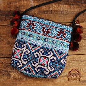 モン族刺繍ポンポン付きポシェット