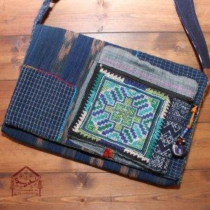 モン族刺繍とろうけつ染めの斜め掛けバッグ【A】