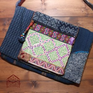 モン族刺繍とろうけつ染めの斜め掛けバッグ【B】