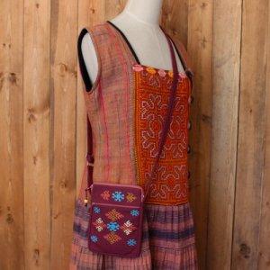 ヤオ族刺繍斜め掛けポシェット