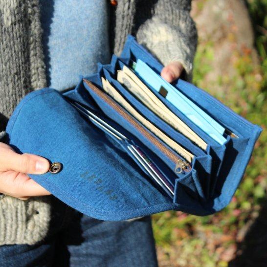 育てる帆布の財布