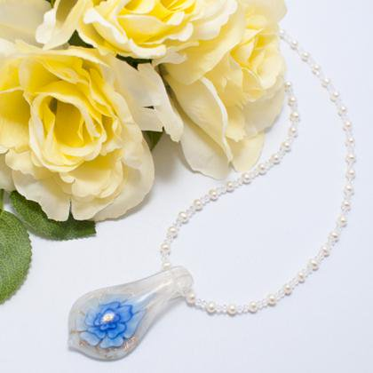 淡水真珠のガラスペントップネックレス