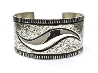 EDISON CUMMINGS/EMBOSS BANGLE<img class='new_mark_img2' src='https://img.shop-pro.jp/img/new/icons20.gif' style='border:none;display:inline;margin:0px;padding:0px;width:auto;' />