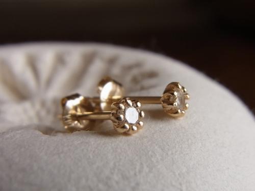 K10YG:ダイヤモンドのプチプチピアス