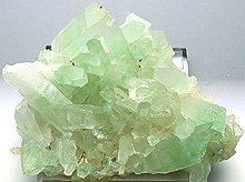 エメラルドグリーンファントムクォーツ マダガスカル産水晶クラスター 118g
