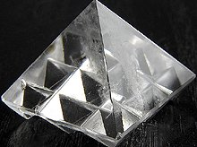 ヴァーストゥピラミッド インド風水の空間調整アイテム ヒマラヤ水晶 No.9