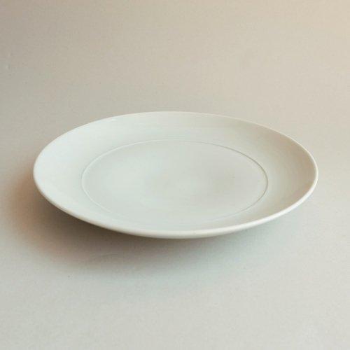 イ・キジョ / 白磁 incised dish