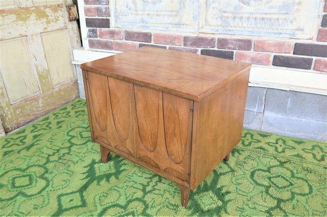 1960's Broyhill社製 ヴィンテージ ウッド ナイトテーブル
