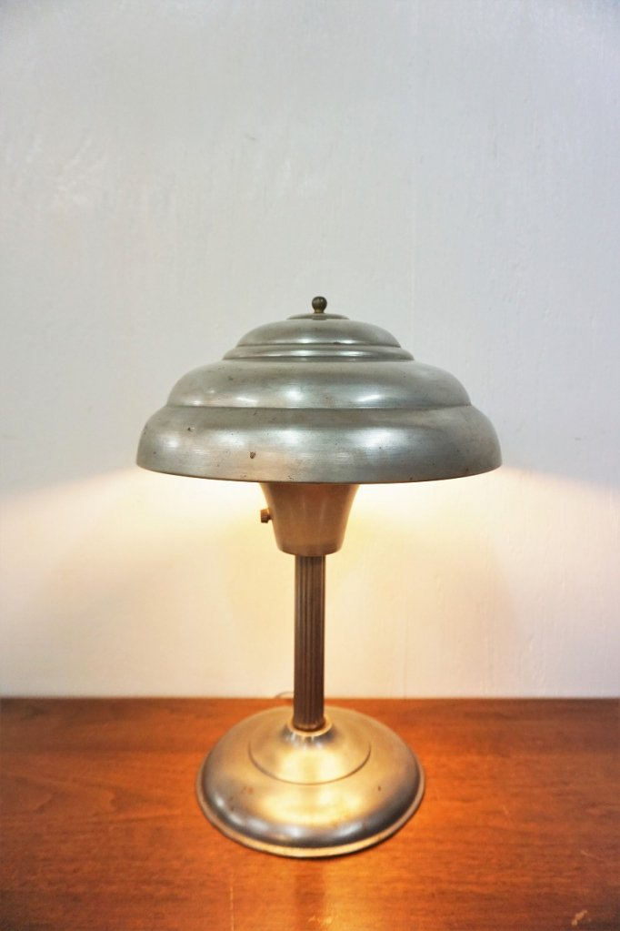 1940-50's ヴィンテージ アイアンシェード テーブルランプ