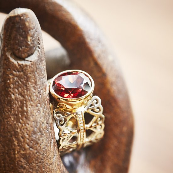 w crown ring Garnet/2001-016
