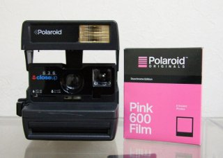 <img class='new_mark_img1' src='https://img.shop-pro.jp/img/new/icons47.gif' style='border:none;display:inline;margin:0px;padding:0px;width:auto;' />Polaroid 636 closeup /   Polaroid Originals Pink Film for 600 Duochrome 付
