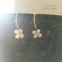 14kgf Little flower ピンクシェルの小さなお花のピアス