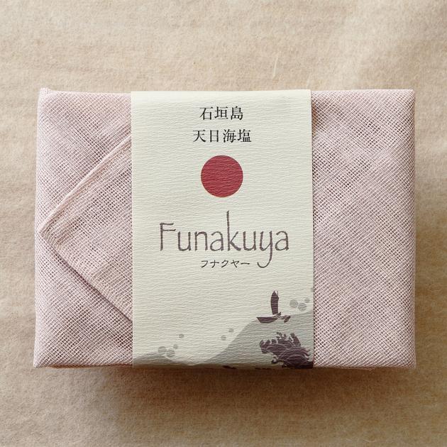 石垣島天日海塩フナクヤー<br>ギフトパック蚊帳ふきん(桜)100g