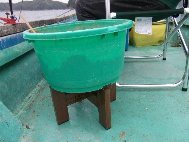 筏・カセ釣り用 組立式 ダンゴ桶の台 【高さ 25cm】(腰痛を軽減)(太田工房)101(値下げ決定しました)