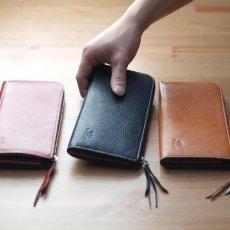 使いやすさと収納力の両立を実現したL型財布 / titLe