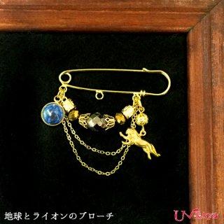 Ukatz NO.359-2 地球とライオンブローチ(ゴールド)