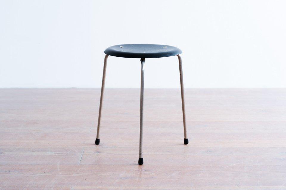 Arne Jacobsen model.3170 ドットスツール ブラック
