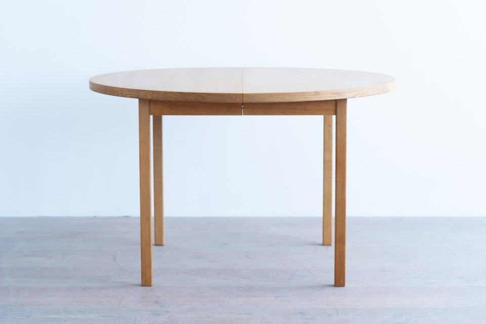 Bertil Fridhagen ラウンドダイニングテーブル オーク