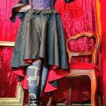 赤と黒のゴシックスカート