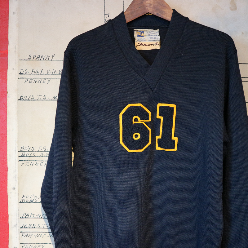 <img class='new_mark_img1' src='https://img.shop-pro.jp/img/new/icons41.gif' style='border:none;display:inline;margin:0px;padding:0px;width:auto;' />1961 UCLA OFFICIAL SWEATER ヴィンテージ 古着 Vintage レタードニット Vネック