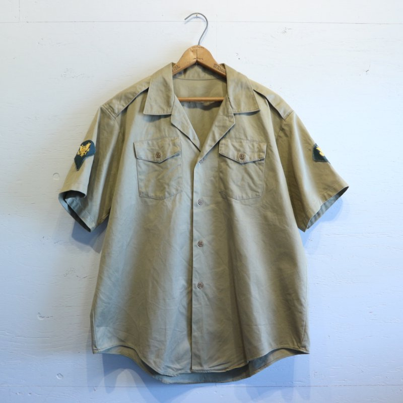 <img class='new_mark_img1' src='https://img.shop-pro.jp/img/new/icons1.gif' style='border:none;display:inline;margin:0px;padding:0px;width:auto;' />60's U.S.Military Vintage KHAKI SHIRT 半袖アーミーシャツ