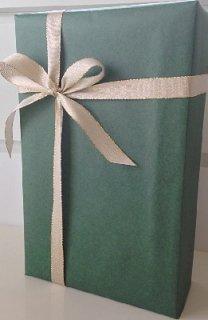 2本用ギフトボックス<br/>包装紙グリーン&金色リボン