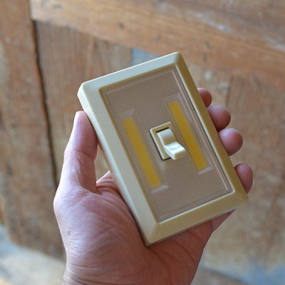 L.E.D TOGGLE SWITCH LIGHT