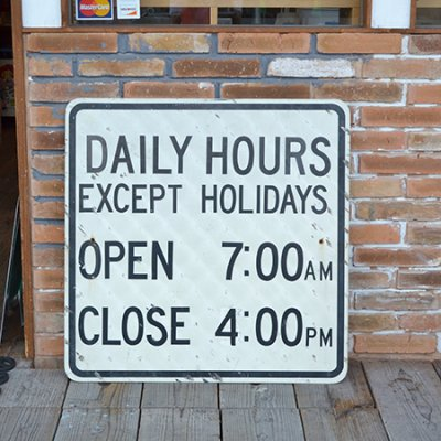 USED SIGN Daily Hours