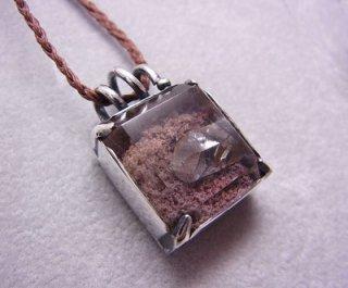 水晶入り水晶(ガーデンクオーツ)のペンダント