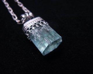 アクアマリンの結晶ペンダント