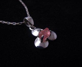ピンクスピネルの結晶花ペンダント