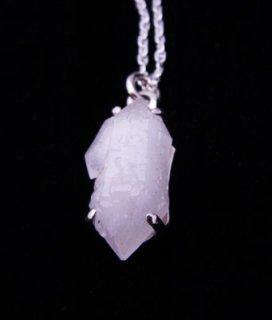 水晶の結晶ペンダント