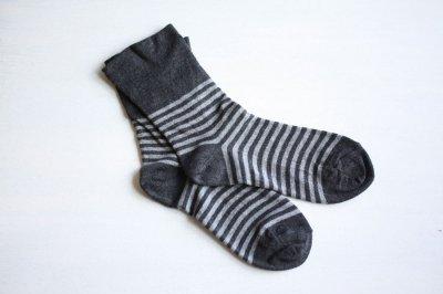 絹屋 内側シルク2重編み靴下 綿ボーダー履き口ゆったり レディース 墨色