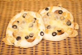 サラミとオリーブのピザ(2個入)